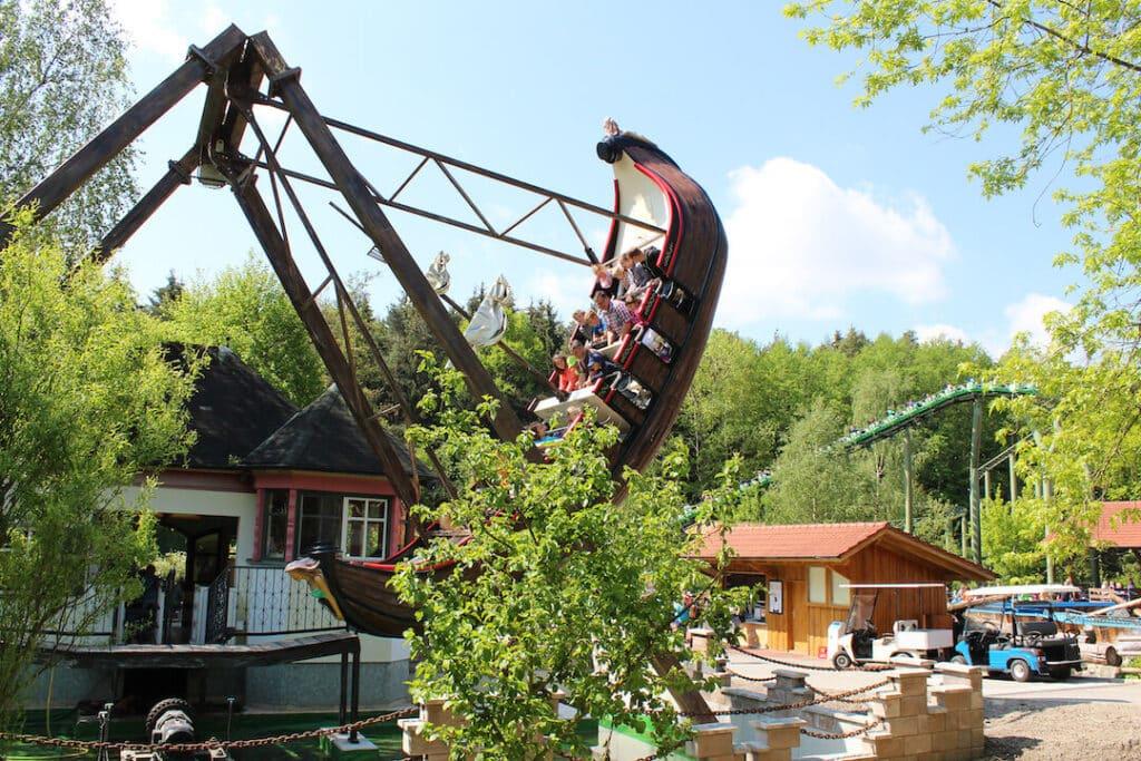 bayern-park-pressebilder-bayern-park schaukelschiff 02