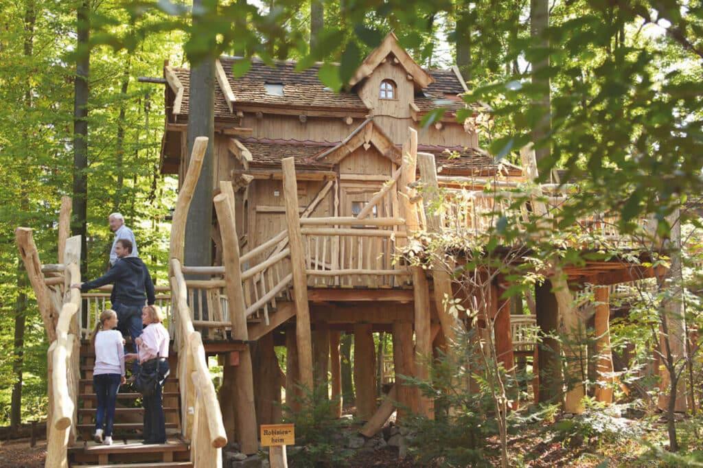tripsdrill_presse_Natur-Resort__Baumhaus_Robinienheim_