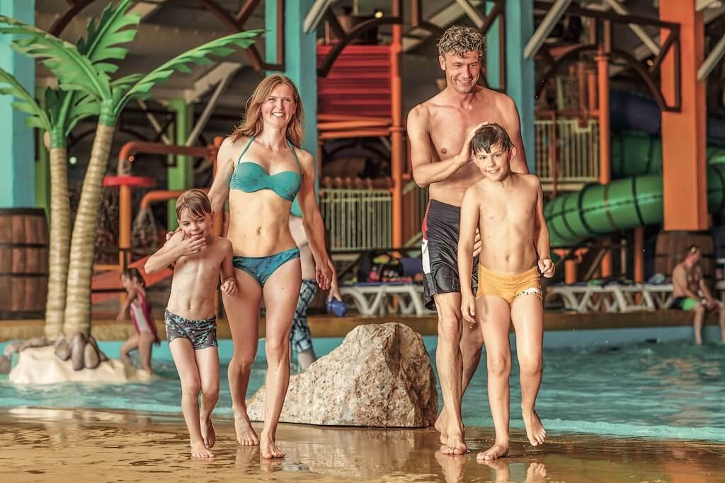 Slagharen-pressefotos-Aqua_Mexicana_indoor_gezin1