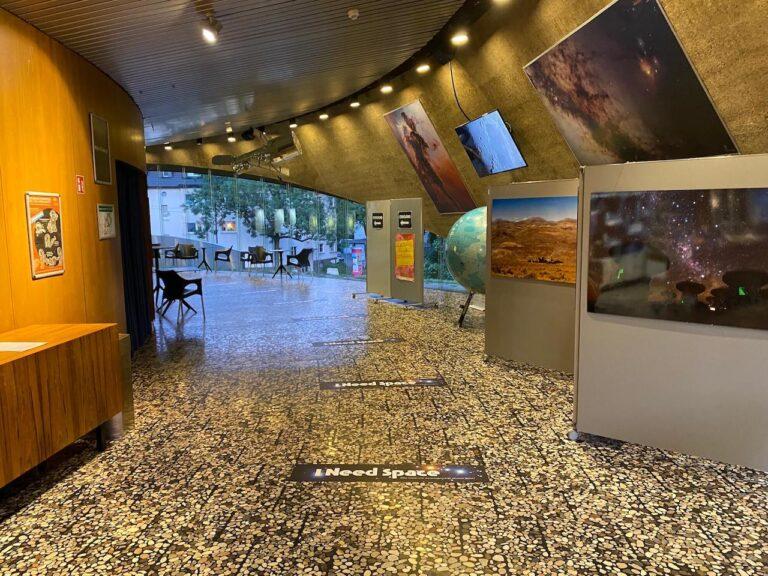 planetarium Bochum Wartebereich