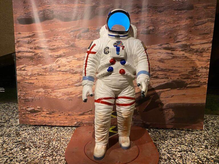 planetarium Bochum Wartebereich Astronaut