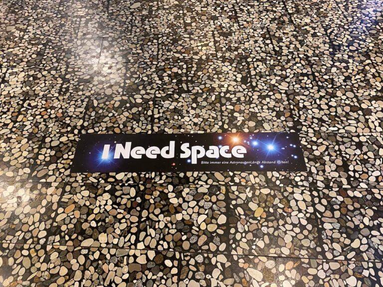 planetarium Bochum Wartebereich Mehr Abstand Covid