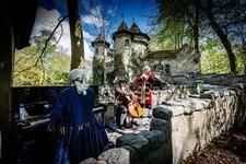 Dreharbeiten-Raphaela-Gromes-im-Freizeitpark-Efteling