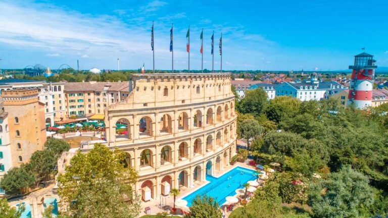 Links_4-Sterne_Superior_Hotel_Colosseo_Rechts_4-Sterne_Superior_Hotel_Bell_Rock